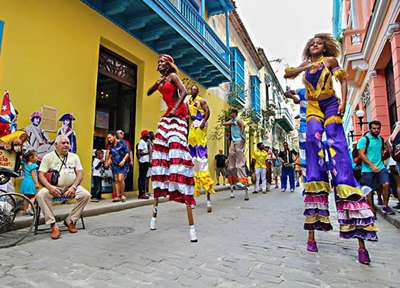 Dancers in the streets of Old Havana