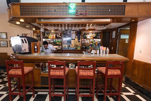El Comodoro hotel bar