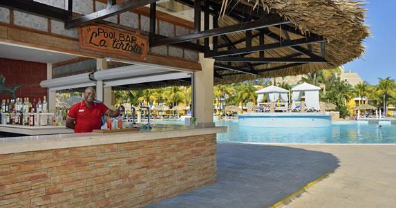 La Tortola pool bar