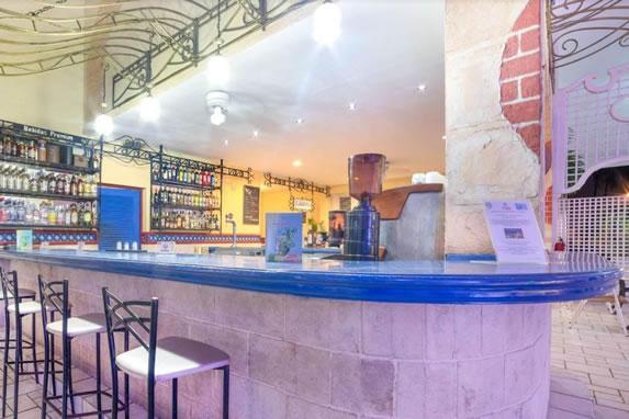 Bar of the Roc Barlovento hotel, Varadero