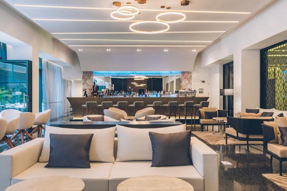 Bar del lobby del hotel Grand Packard