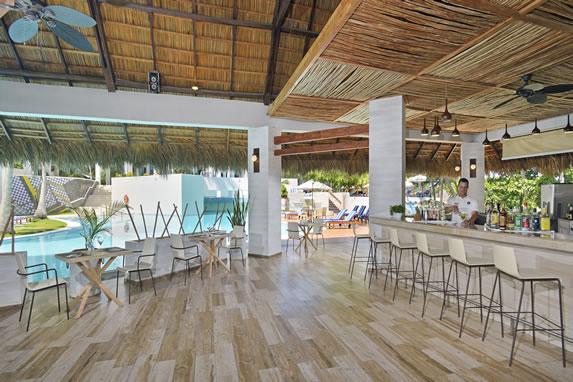 Pool bar at the Melia Las Americas hotel