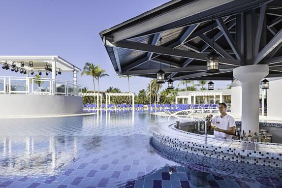 Bar de la piscina del hotel Sol Varadero Beach