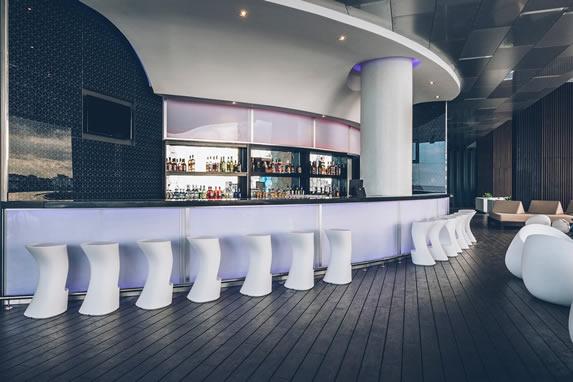 Bar de la piscina del hotel Grand Packard