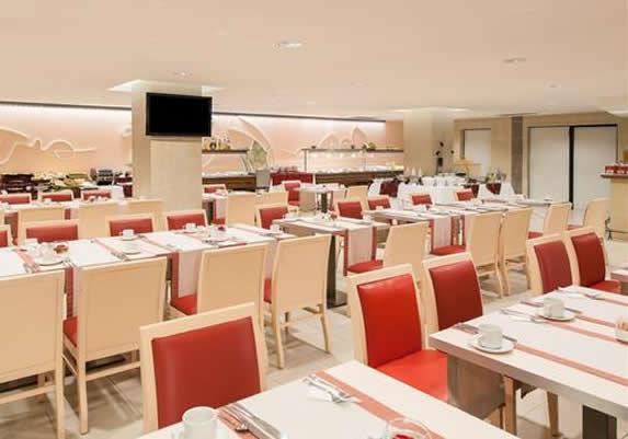 Bar cafetería en el hotel El Capri