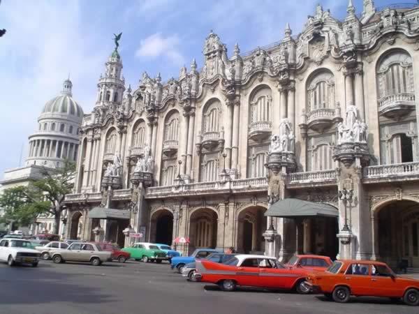 Vista Avenida Paseo y Gran Teatro de La Habana