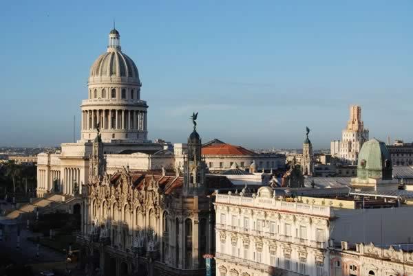Vista aeria del Gran teatro y el Capitolio