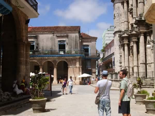 Andando la Habana Vieja, Cuba