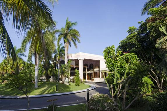 Entrance to Los Cactus hotel