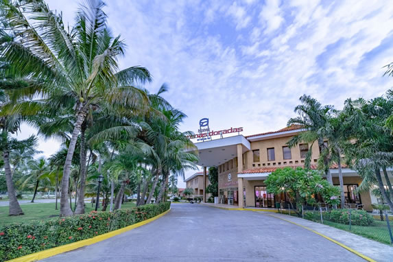 Entrance to the ROC Arenas Doradas hotel
