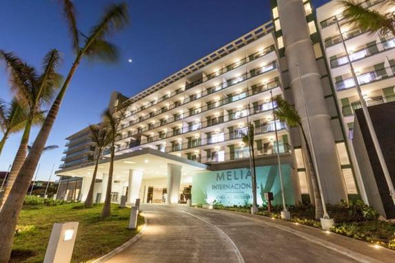 Entrada del hotel Melia Internacional