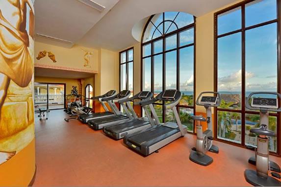Gym with treadmills at the Laguna Azul hotel