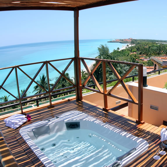 Jacuzzi with sea views in the hotel