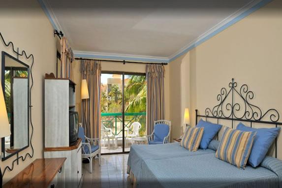 Sol Sirenas hotel room