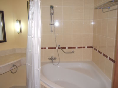 Baño de habitación del Hotel Iberostar Laguna azul