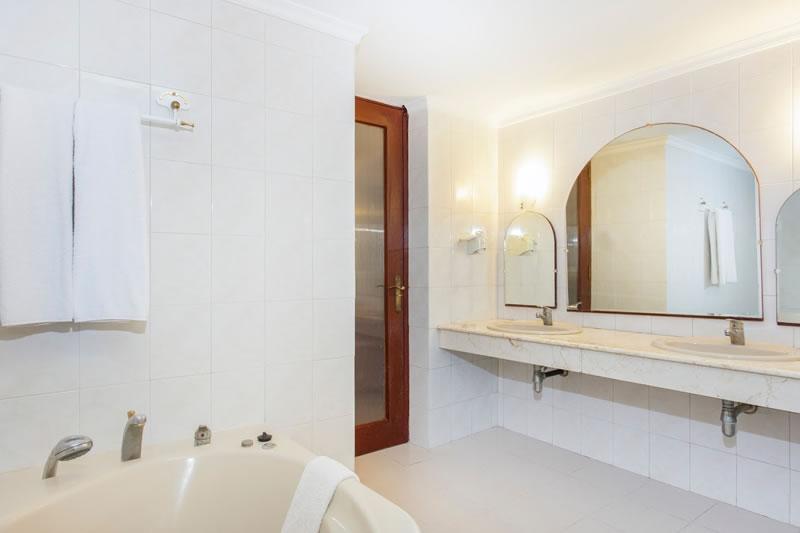Hotel Be Live Experience Varadero bathrooms, Cuba