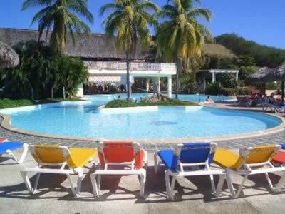 Piscina del Hotel Brisas Sierra Mar