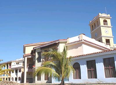 Fachada del Hotel Brisas Trinidad del Mar