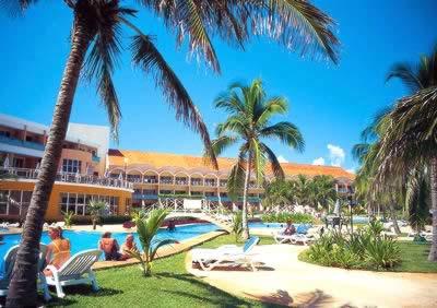 Piscina del Hotel Brisas del Caribe