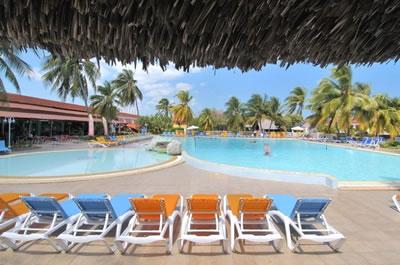 Piscina del Hotel Club Amigo Mayanabo