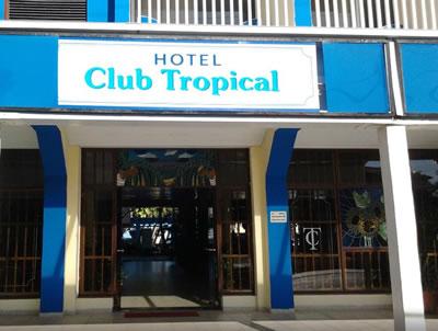 Fachada del Hotel Club Tropical