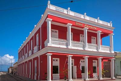 Fachada del Hotel Encanto Arsenita, Holguín, Cuba