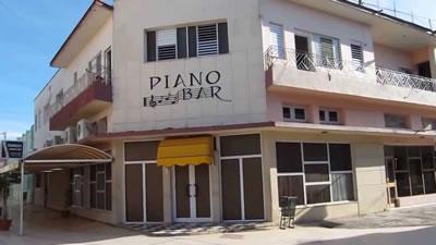 Piano bar del Hotel Encanto Cadillac , Las Tunas