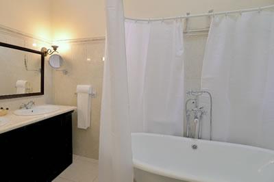 Hotel Encanto El Marqués baño,Camaguey, Cuba