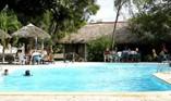 Hotel Los Caneyes Piscina