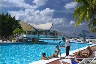 Piscina del hotel Neptuno-Tritón