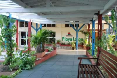Facade of Hotel Playa Larga