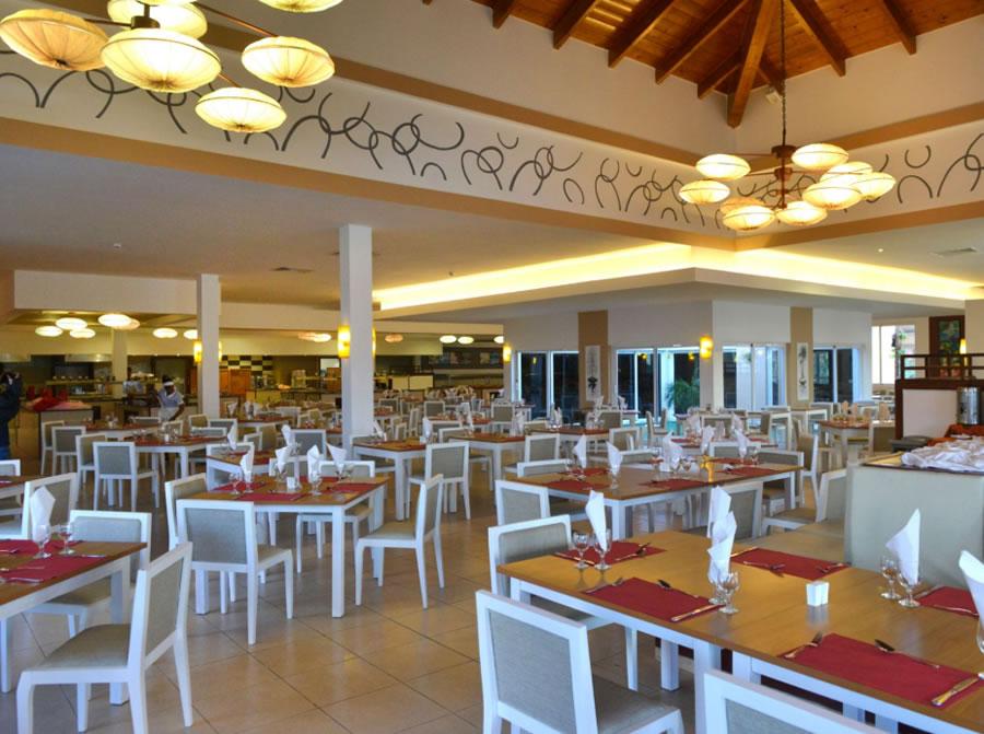 Vista amplia del buffet restaurante