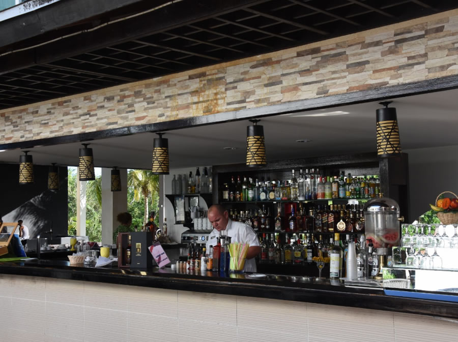 Bar del hotel con servicio de coctelería