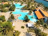 Vista de las piscinas del Hotel Puntarena