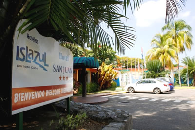 Entrada del hotel San Juan