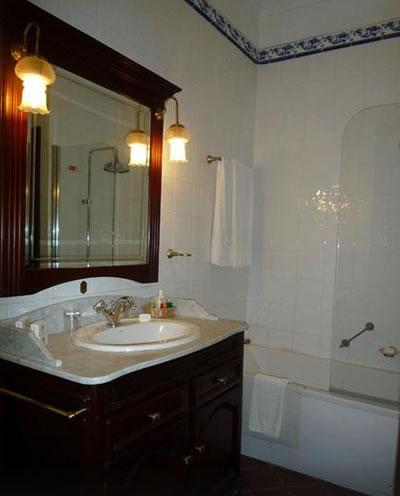Hotel Santa Isabel Bathroom