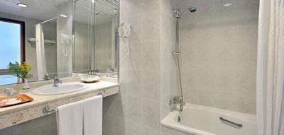 Hotel Tryp Habana Libre Bathroom