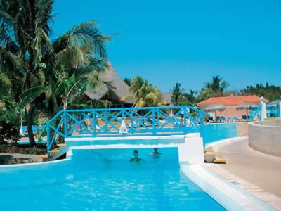Hotel Villa Kawama Piscina