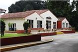 Facade of hotel Villa Los Laureles
