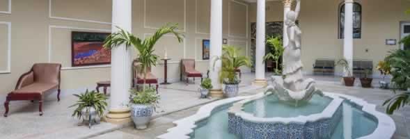 Patio interior Hotel Encanto La Sevillana , Cuba