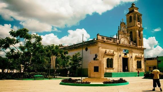 Church in a square of Sancti Spiritus