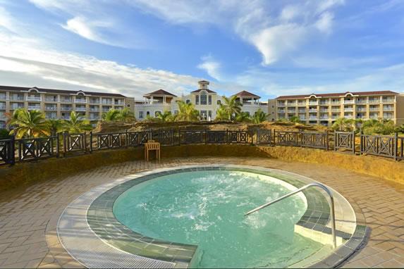 Outdoor Jacuzzi at the Laguna Azul hotel
