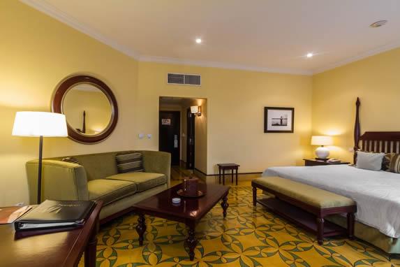Junior suite room at the Saratoga hotel