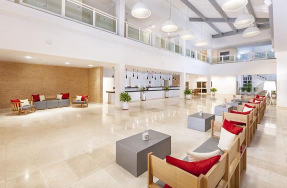 Interior del lobby del hotel