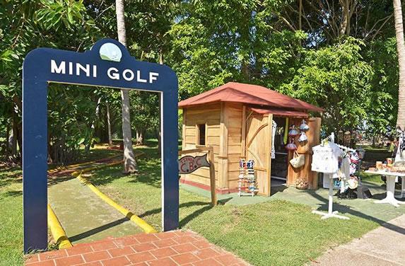 Mini golf at the Brisas del Caribe hotel