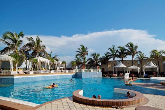 Hotel Melia Cohiba pool