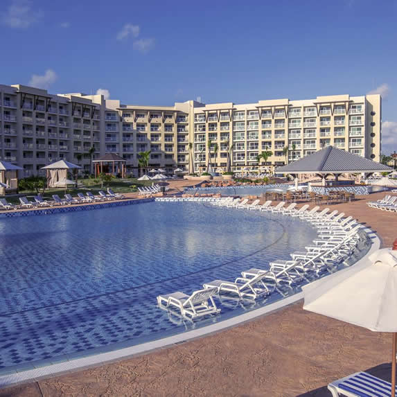 Pool and building of the Melia Marina Varadero