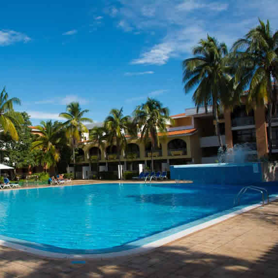 View of the pool of the Roc Barlovento hotel