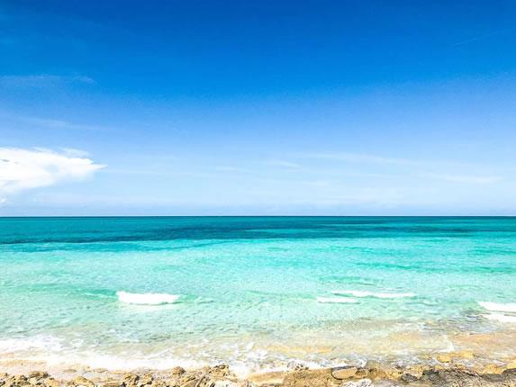 View of the beach of the Valentin Cayo Cruz hotel