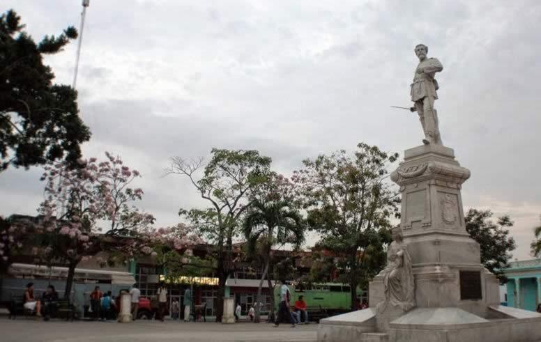 Plaza Julio Graves de Peralta, Holguin, Cuba